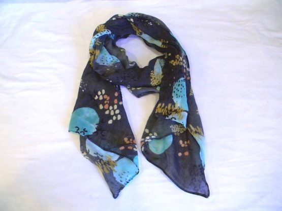 grey scarf w/large blue dots-oblong