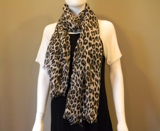 Large Leopard Print Scarf Fit