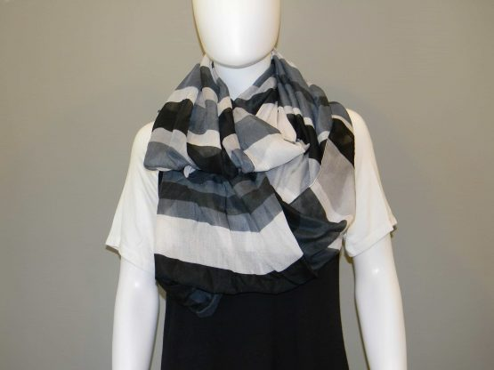 Black and White Scarf Fit