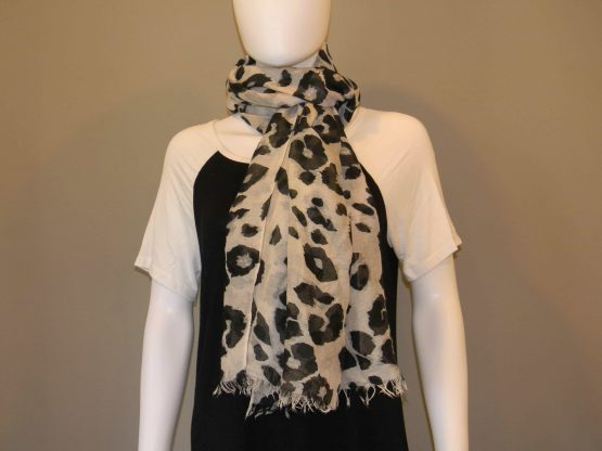 Black and White Leopard Scarf Fit